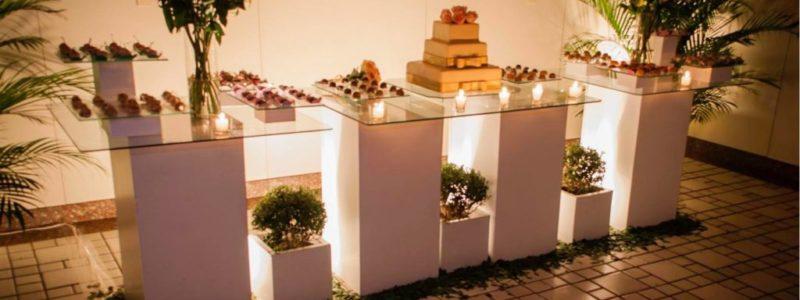 casamento mesa bolo e docinhos